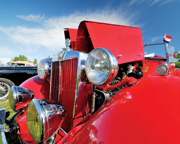 Ideal Three Lens Kit Wide Angle British Red Car